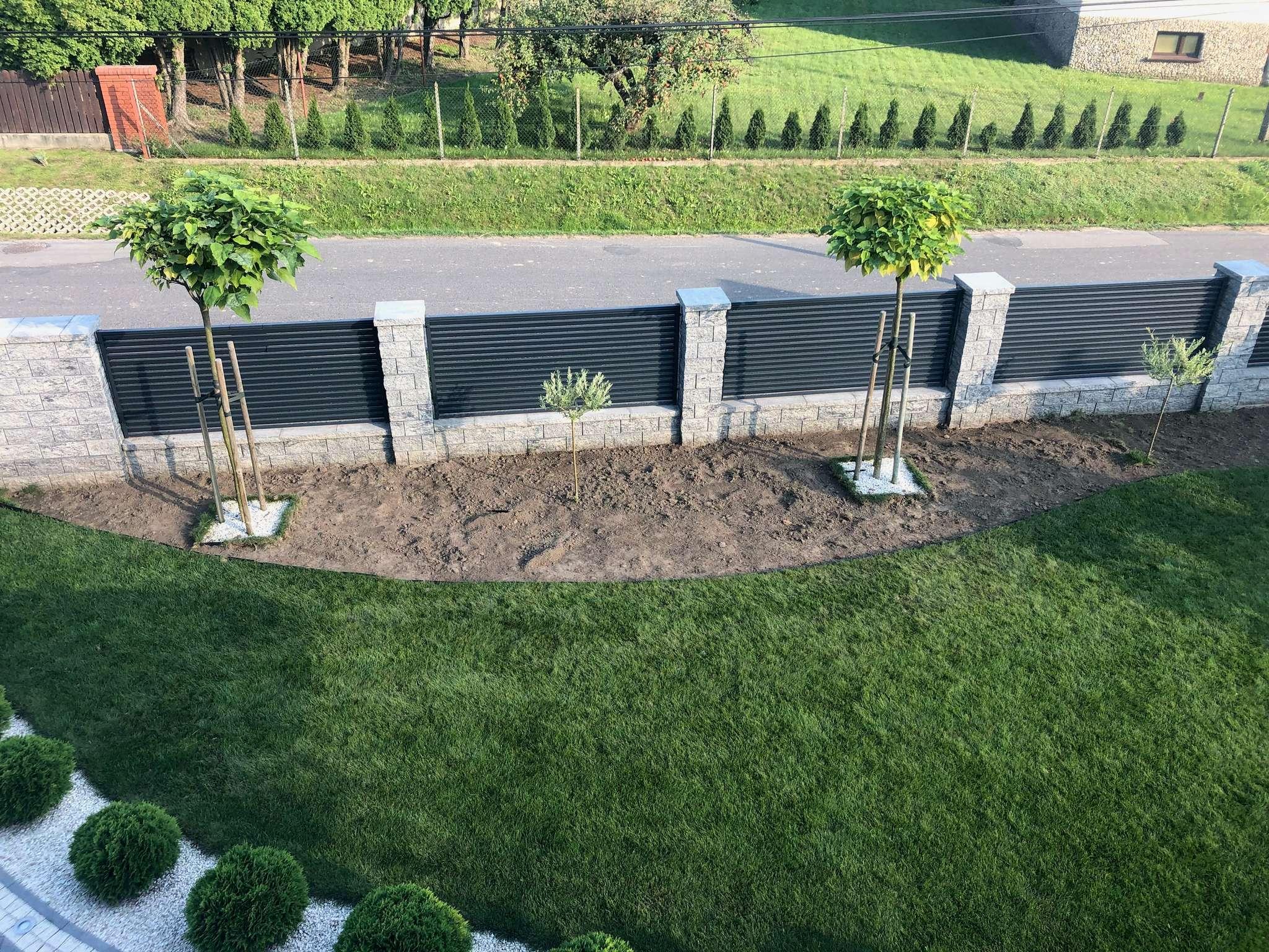 ogród w stylu japońskim podczas budowy